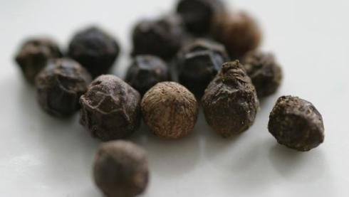 Black peppercorns health benefits